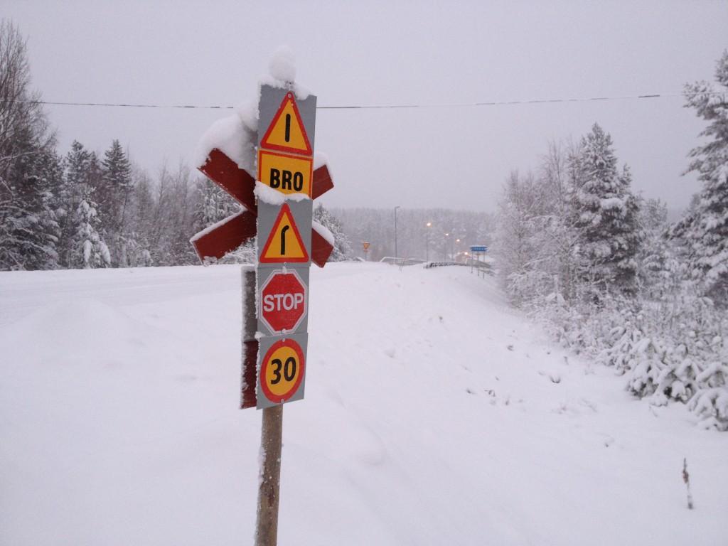 Nya skyltar vid Ljusnebron